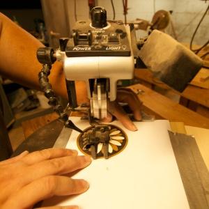 how to use a veneer saw